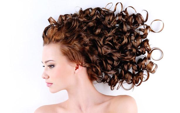 اگر می خواهید موهایتان را فر یا صاف کنید این نکات را در نظر بگیرید